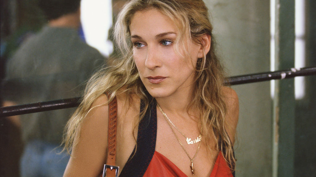 Carrie Bradshaw Wears a Name Necklace